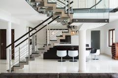 Σκαλοπάτια στο πρώτο όροφο Στοκ φωτογραφίες με δικαίωμα ελεύθερης χρήσης