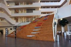 Σκαλοπάτια στο σύγχρονο κτήριο Στοκ φωτογραφία με δικαίωμα ελεύθερης χρήσης