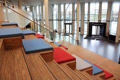 Σκαλοπάτια στο σύγχρονο κτήριο Στοκ Εικόνες