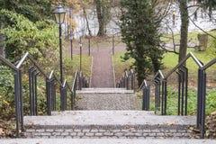 Σκαλοπάτι με το κιγκλίδωμα και τα φανάρια Στοκ Φωτογραφίες