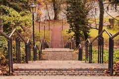 Σκαλοπάτι με το κιγκλίδωμα και τα φανάρια Στοκ φωτογραφία με δικαίωμα ελεύθερης χρήσης