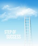 Σκαλοπάτι σύννεφων, ο τρόπος στην επιτυχία στο μπλε ουρανό Στοκ Εικόνα