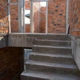 Σκαλών δομή και τουβλότοιχος τσιμέντου συγκεκριμένη Στοκ Φωτογραφία