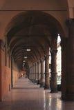 Σκεπαστές είσοδοι πρόσοψης στη Μπολόνια στην Ιταλία Στοκ Φωτογραφία