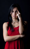 σκεπτικός προκλητικός brunette Στοκ φωτογραφία με δικαίωμα ελεύθερης χρήσης