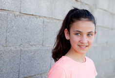 Σκεπτικός όμορφος το κορίτσι με τα μπλε μάτια Στοκ Φωτογραφίες