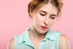 Σκεπτικό στοχαστικό όμορφο wistful ονειροπόλο κορίτσι στοκ φωτογραφίες με δικαίωμα ελεύθερης χρήσης
