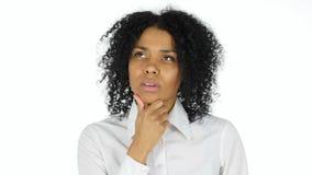 Σκεπτόμενη σκεπτική αμερικανική γυναίκα Afro στοκ εικόνες
