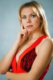 Σκεπτόμενη όμορφη γυναίκα Στοκ εικόνα με δικαίωμα ελεύθερης χρήσης