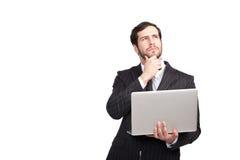 Σκεπτόμενος επιχειρηματίας με ένα lap-top Στοκ εικόνες με δικαίωμα ελεύθερης χρήσης
