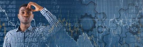 Σκεπτόμενο άτομο με τη μετάβαση αριθμών και στατιστικών χρηματοδότησης χρηματιστηρίου Στοκ Εικόνες