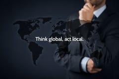 Σκεφτείτε τη σφαιρική πράξη τοπική στοκ εικόνα με δικαίωμα ελεύθερης χρήσης