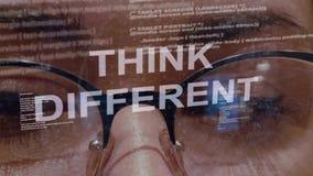 Σκεφτείτε το διαφορετικό κείμενο στο υπόβαθρο του θηλυκού υπεύθυνου για την ανάπτυξη απόθεμα βίντεο
