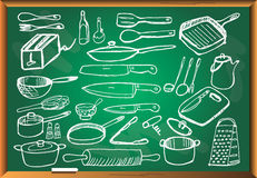 Σκεύος για την κουζίνα στον πίνακα κιμωλίας Στοκ εικόνα με δικαίωμα ελεύθερης χρήσης