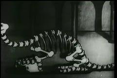 Σκελετός δεινοσαύρων που έρχεται στη ζωή σε ένα μουσείο διανυσματική απεικόνιση