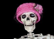 Σκελετός στο εκλεκτής ποιότητας ρόδινο καπέλο Στοκ Φωτογραφίες