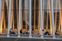 Σκηνές από μια αναπτυγμένος μητρόπολη μια θερινή ημέρα στοκ εικόνες με δικαίωμα ελεύθερης χρήσης