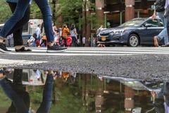Σκηνές από μια αναπτυγμένος μητρόπολη μια θερινή ημέρα στοκ φωτογραφία με δικαίωμα ελεύθερης χρήσης