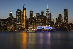 Σκηνές από μια αναπτυγμένος μητρόπολη σε μια θερινή νύχτα στοκ εικόνα με δικαίωμα ελεύθερης χρήσης