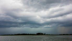 Σκηνές παραλιών νησιών Tybee κατά τη διάρκεια της βροχής και της θύελλας βροντής Στοκ εικόνα με δικαίωμα ελεύθερης χρήσης