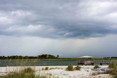 Σκηνές παραλιών νησιών Tybee κατά τη διάρκεια της βροχής και της θύελλας βροντής Στοκ Εικόνες