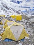 Σκηνές στο στρατόπεδο βάσεων Everest, Νεπάλ. στοκ εικόνα