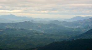 Σκηνή βουνών, άποψη από το λόφο Hon Giao σε Dalat, Βιετνάμ στοκ εικόνες