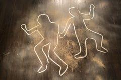 Σκηνή εγκλήματος με τις περιλήψεις θυμάτων στο έδαφος στοκ εικόνα με δικαίωμα ελεύθερης χρήσης