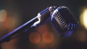 Σκηνή λεσχών νύχτας - φωνητικό μικρόφωνο μετάλλων Στοκ φωτογραφίες με δικαίωμα ελεύθερης χρήσης