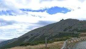 Σκηνή θερινών βουνών, ταξίδι στην κορυφή Στοκ εικόνα με δικαίωμα ελεύθερης χρήσης