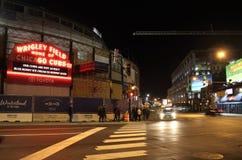 Σκηνή, σκηνή και εργοτάξιο οικοδομής νύχτας στον τομέα Wrigley, πάρκο των Chicago Cubs Στοκ εικόνα με δικαίωμα ελεύθερης χρήσης