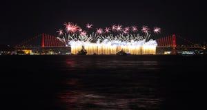 Σκηνή και πυροτεχνήματα νύχτας της Ιστανμπούλ Στοκ Φωτογραφία