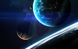 Σκηνή κόσμου με τους πλανήτες, τα αστέρια και τους γαλαξίες στο μακρινό διάστημα που παρουσιάζει την ομορφιά της εξερεύνησης του  Στοκ Φωτογραφίες