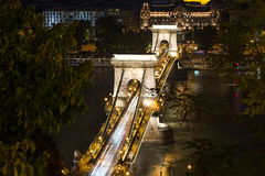 Σκηνή νύχτας γεφυρών αλυσίδων της Βουδαπέστης Στοκ φωτογραφία με δικαίωμα ελεύθερης χρήσης