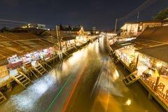 Σκηνή νύχτας να επιπλεύσει στην αγορά Στοκ φωτογραφίες με δικαίωμα ελεύθερης χρήσης