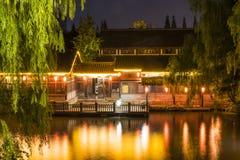 Σκηνή νύχτας οδών νερού Στοκ Φωτογραφίες