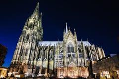 Σκηνή νύχτας στον καθεδρικό ναό της Κολωνίας Στοκ φωτογραφία με δικαίωμα ελεύθερης χρήσης