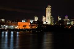 Σκηνή νύχτας της Νέας Υόρκης πόλεων του Άλμπανυ που αντιμετωπίζεται από πέρα από το Hudson σε Renssalear Στοκ φωτογραφία με δικαίωμα ελεύθερης χρήσης