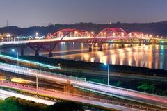 Σκηνή νύχτας του φωτός αυτοκινήτων στοκ εικόνα με δικαίωμα ελεύθερης χρήσης