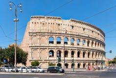 Σκηνή οδών με τις καταστροφές του Colosseum στην κεντρική Ρώμη Στοκ Φωτογραφία