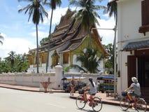 Σκηνή οδών στο βουδιστικό μοναστήρι σε Luang Prabang, Λάος Στοκ φωτογραφίες με δικαίωμα ελεύθερης χρήσης