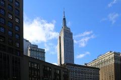 Σκηνή οδών στη Νέα Υόρκη με το Εmpire State Building στοκ εικόνες