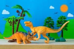 Σκηνή πάλης δεινοσαύρων στο άγριο υπόβαθρο προτύπων Στοκ Εικόνα