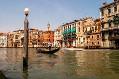Σκηνή ποταμών με τη γόνδολα Βενετία Ιταλία Στοκ Εικόνες