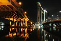 σκηνή Σινγκαπούρη νύχτας Στοκ Εικόνες