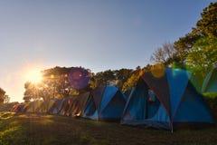 Σκηνή στο βουνό Και ο ήλιος πρωινού Στο ANG Khang, Chia Doi Στοκ φωτογραφία με δικαίωμα ελεύθερης χρήσης