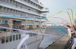 Σκηνή της έναρξης σε ένα ταξίδι του επιβατηγού πλοίου του λιμένα Στοκ φωτογραφία με δικαίωμα ελεύθερης χρήσης