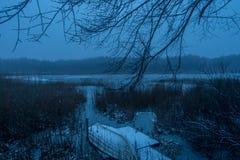 Σκηνή της Misty με το rowboat Στοκ φωτογραφίες με δικαίωμα ελεύθερης χρήσης