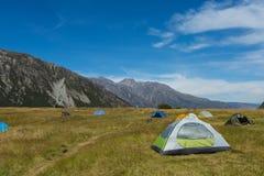 Σκηνή τουριστών στο campground Στοκ Εικόνες