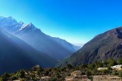 Σκηνή του βουνού του Ιμαλαίαυ στον τρόπο στο στρατόπεδο βάσεων Everest Στοκ φωτογραφία με δικαίωμα ελεύθερης χρήσης